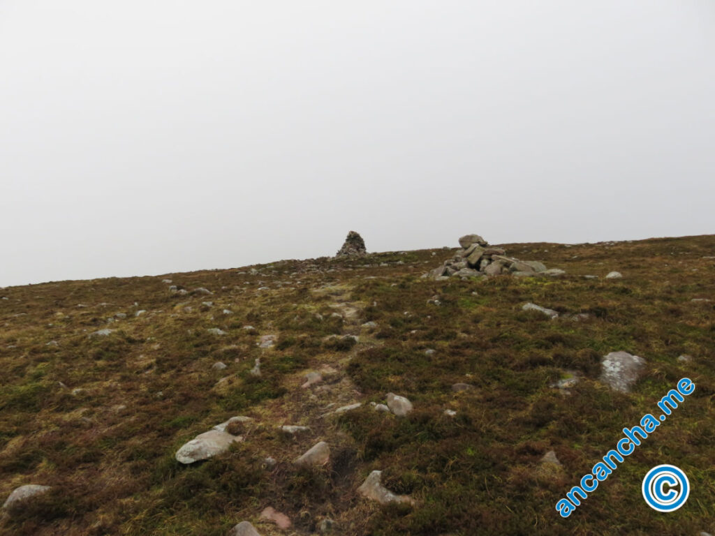 Galtymore two small cairns